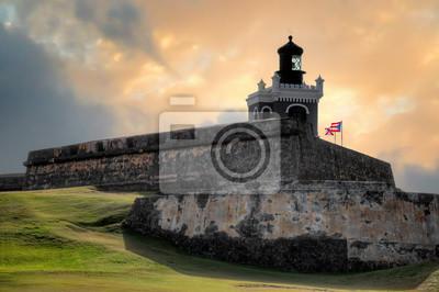 Naklejka Zmierzchu widok antyczny fort San Felipe Del Morro w San Juan, Puerto Rico