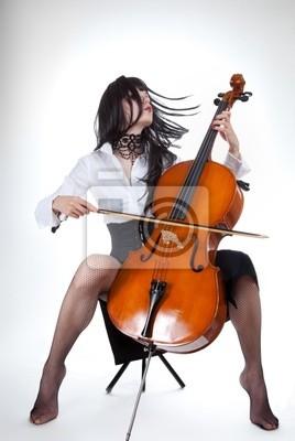 Naklejka Zmysłowa dziewczyna gra na wiolonczeli i przenoszenie włosy