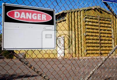 Naklejka Znak zagrożenia i ogrodzenia z drutu