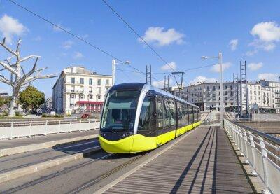 Naklejka Żółty tramwaj na ulicy Brzeskiej, Francji