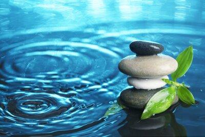 Naklejka Zrównoważonego kamienie w wodzie
