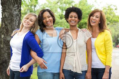 Naklejka Zróżnicowana grupa przyjaciół.