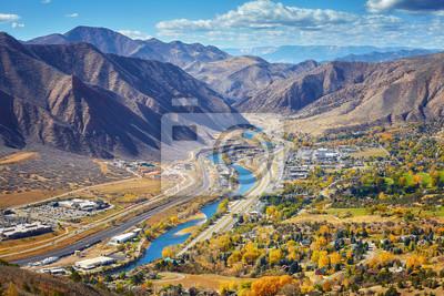 Aerial obraz Glenwood Springs dolinie jesienią, Colorado, USA.