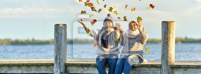 Obraz aktive lebensfrohe Senioren im Herbst