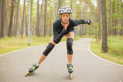 Obraz Aktywna kobieta roller skating