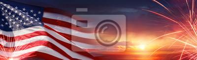 Obraz American Celebration - Usa Flaga I Fajerwerki Na Zachód Słońca