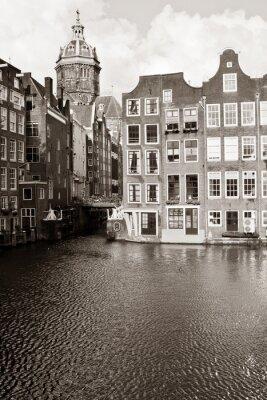 Obraz Amsterdam kanał z domów i kościół św Mikołaja
