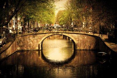 Obraz Amsterdam. Romantyczny most nad kanałem.