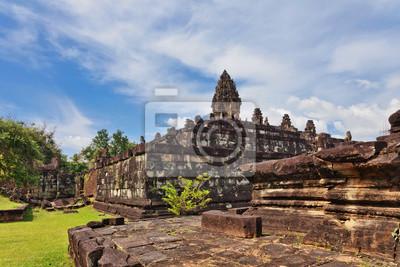 Antyczna buddyjska khmerska świątynia w Angkor Wat kompleksie