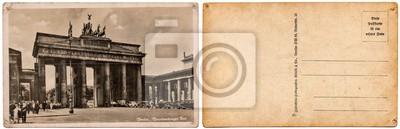 Obraz Archiwalne pocztówka z obrazem starej architektury, Brama Brandenburska w Berlinie, w Niemczech, w 1935 roku wyizolowanych na białym tle. Na stronie z przodu iz tyłu.