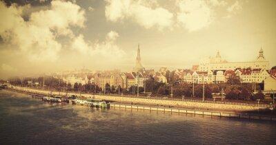 Archiwalne zdjęcia z miasta nad rzeką.