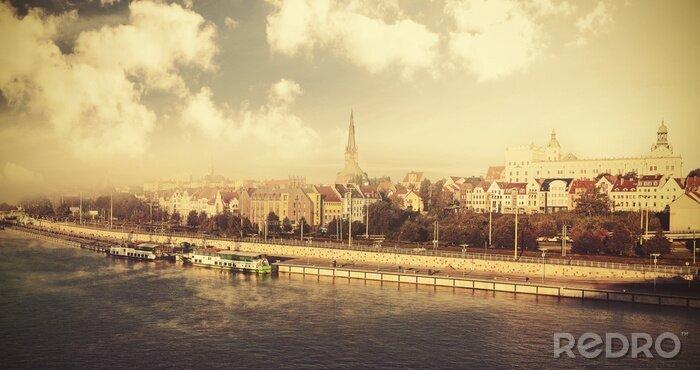 Obraz Archiwalne zdjęcia z miasta nad rzeką.