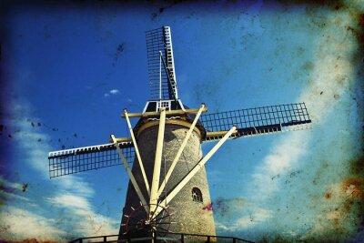 Obraz Archiwalne zdjęcie holenderski wiatrak na niebie