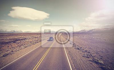 Archiwalne zdjęcie z samochodu na autostradzie, niekończącą kraju Ruta 40.
