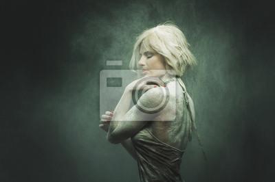 Obraz atrakcyjna dziewczyna pozowanie na kamery