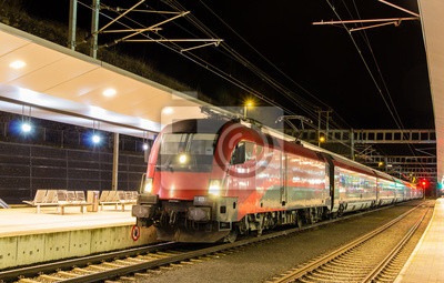 Austriacka szybki pociąg na stacji Feldkirch