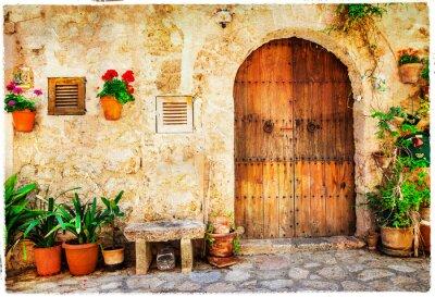 autentyczne stare ulice w miejscowości Valdemossa, Mallorca