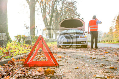 Autopanne, Mann holt Hilfe