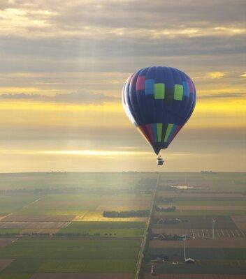 Obraz Balon na ogrzane powietrze z pięknym zachodem słońca niebo