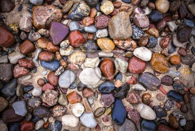 Bałtyckie morze kamienie i kamyczki w tle.