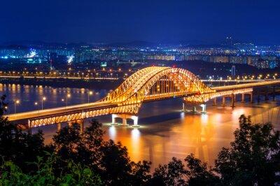 Obraz Banghwa most w nocy, w Korei.