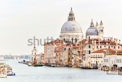 Obraz Bazylika Santa Maria della Salute w Wenecji we Włoszech przy dobrej pogodzie