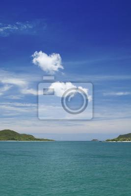 Obraz Białe chmury nad wyspami błękitne niebo, morze i