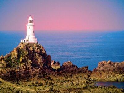 Obraz Biały latarnia morska na wyspie Jersey. Obraz jest stonowana
