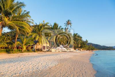 Biały piasek plaży w Koh Chang