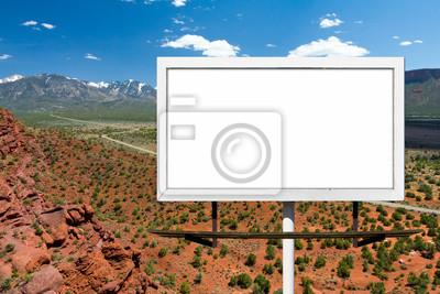Billboard Zaloguj się na pustej szosie w Pustyni