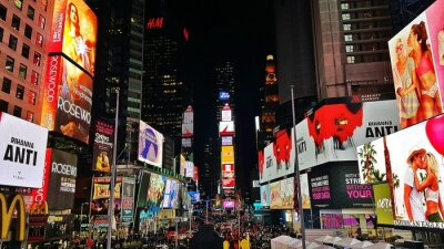 Obraz Billboards On Illuminated Buildings In Times Square