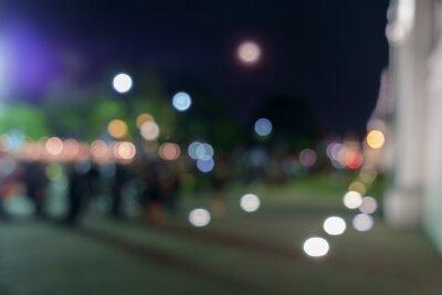 Blur osób / Rozmycie ludzi na drodze w nocy.