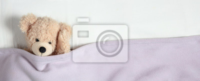 Obraz Ból głowy, bezsenność. Śliczny miś pluszowy w łóżku, trzyma głowę, sztandar, kopii przestrzeń