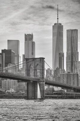 Brooklyn Bridge i Manhattan wieżowce, Nowy Jork, USA.