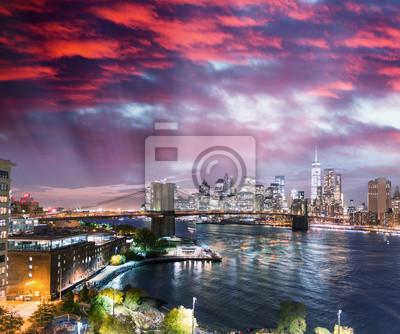 Brooklyn Bridge Park. Zachód słońca widok z Manhattan Bridge, New Yor