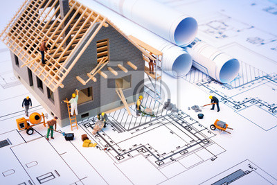 Obraz budowa domu na plany z pracownikiem - projekt budowlany