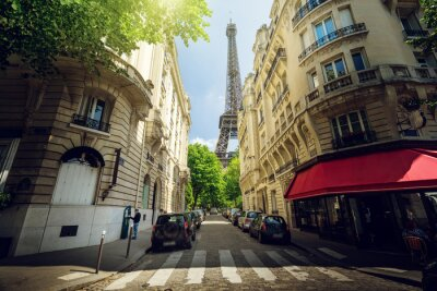 Obraz budynku w Paryżu, w pobliżu Wieży Eiffla