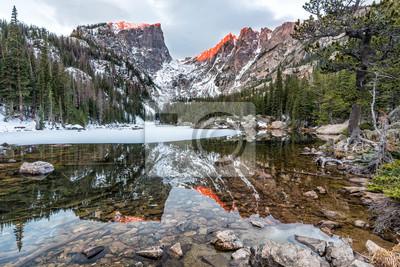 Bursztynowe szczyty nad jeziorem Dream