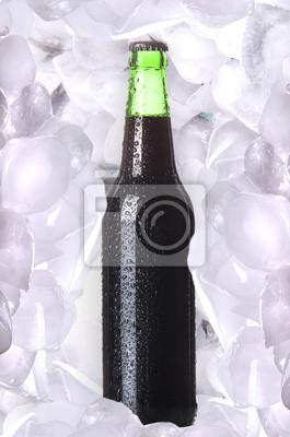 Butelka piwa w lodzie
