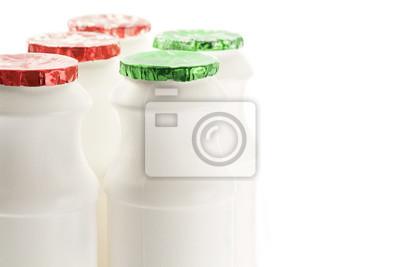 Butelka pojemnik na mleko / Plastikowy pojemnik na mleko butelki na białym tle.