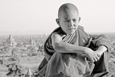 Obraz BW Portret młodego mnicha