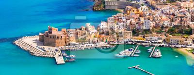 Castellammare del Golfo - piękne nadmorskie miasteczko na Sycylii. Włochy