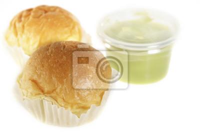Chleb / Chleb z pandan kremem na białym tle.