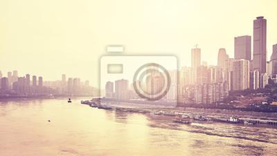 Chongqing nabrzeża o zachodzie słońca, tonacja kolor stosowany, Chiny.