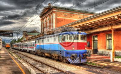Chorwacki pociąg pasażerski na stacji Rijeka