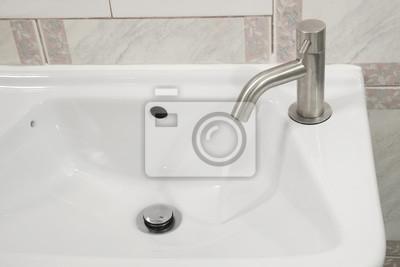 Chrom kran / Chrom kran na ceramiczne umywalki z bieżącą wodą.