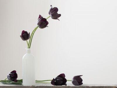 Obraz Ciemne tulipany w wazonie