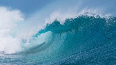 Obraz CLOSE UP: Piękna głęboka niebieska fala tuby w Pacyfiku zwija się w słoneczny dzień.