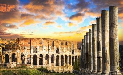 Colosseum na zachodzie słońca, Rzym, Włochy