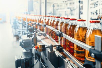 Obraz Conveyor belt, juice in glass bottles on beverage plant or factory interior, industrial manufacturing production line
